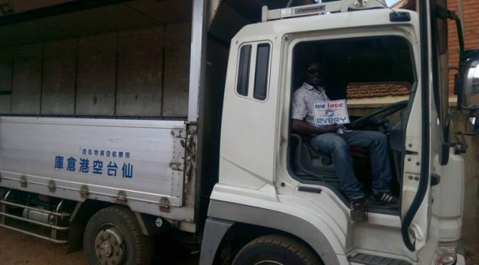 ウガンダのお客様からの写真/三菱スーパーグレート